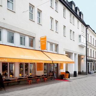 Bild fasad och kafé Korgmakargränd 26